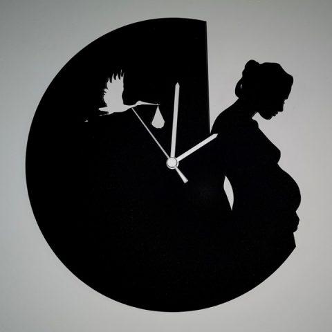 37-012-Femme-enceinte-et-cigogne-Noire